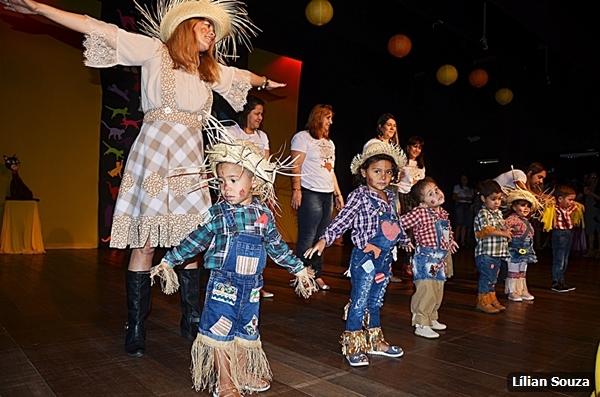 Diversas unidades escolares se apresentaram no Teatro Municipal de São Pedro da Aldeia no último sábado (01/09)