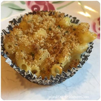 http://julieslifestyle.blogspot.com/2016/03/mac-cheese-muffins-recipe.html#.VuxayDHmrIV