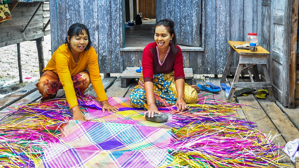 Mat-weaving in Tawi-Tawi