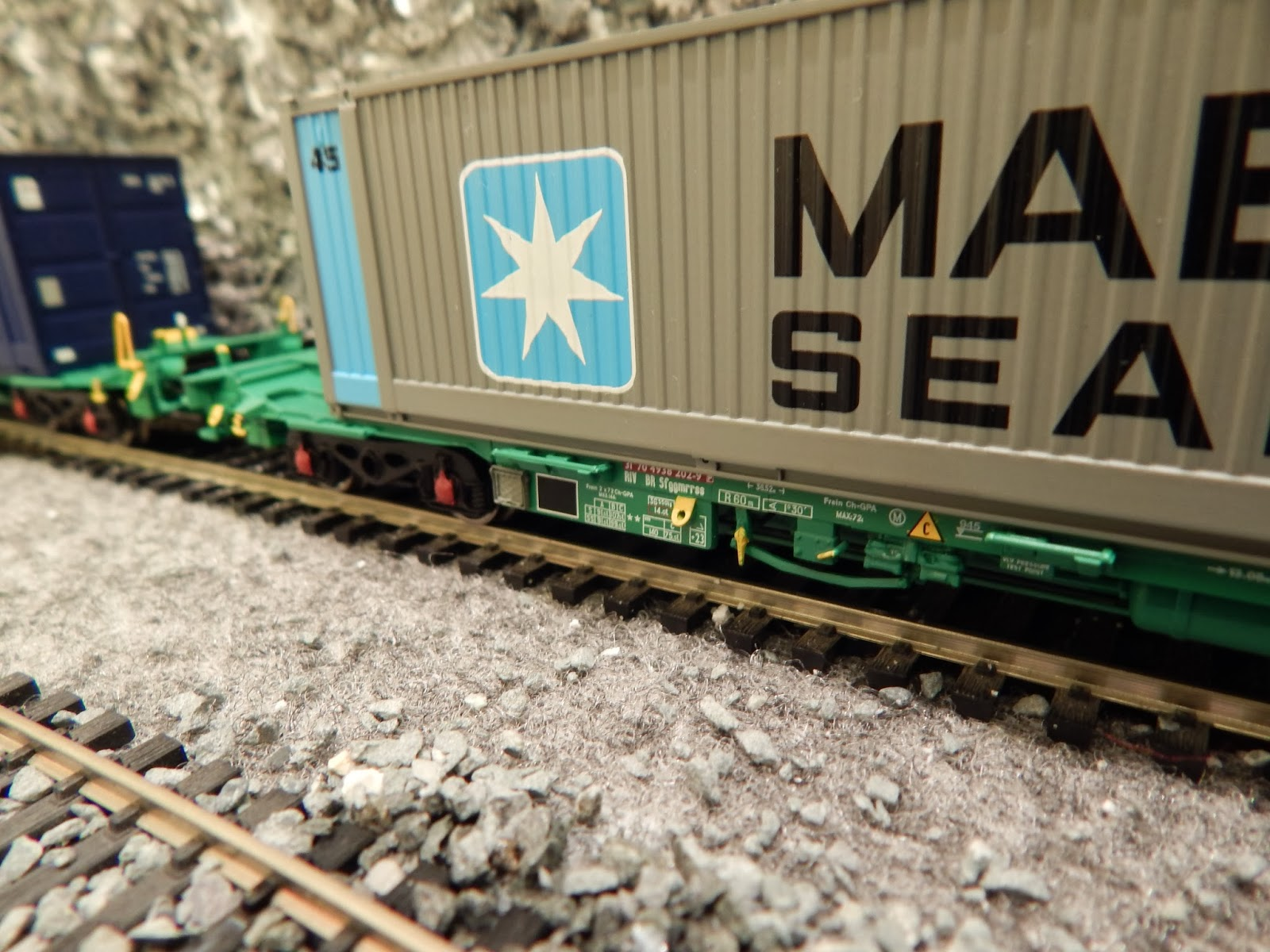 Bachmann Intermodal Container Wagons | Building the Model