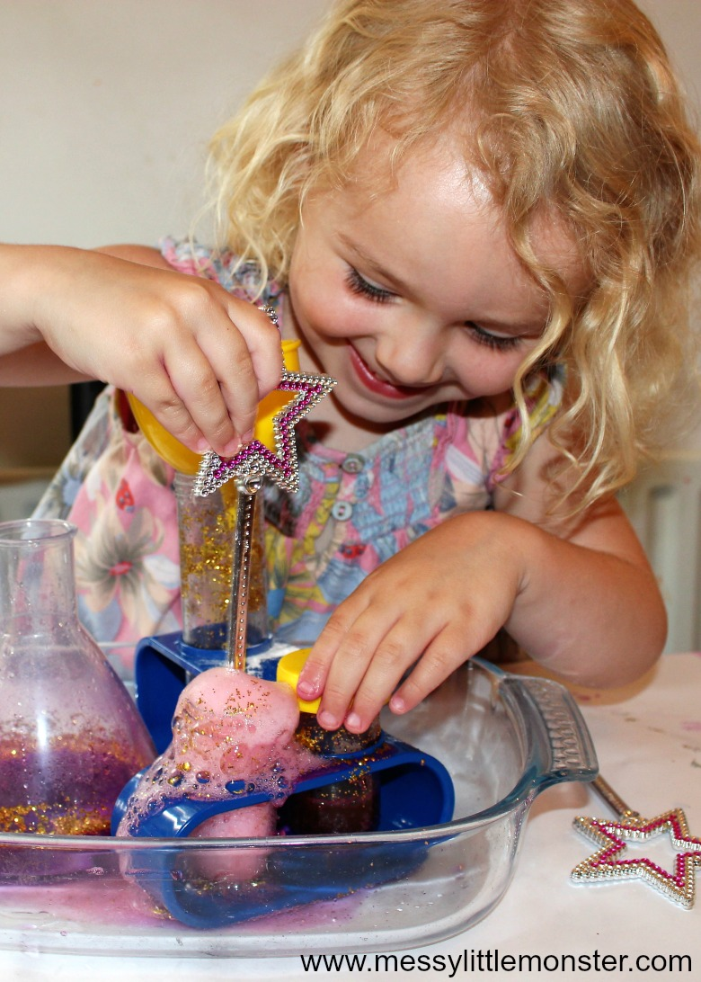 baking soda and vinegar experiment - magic potion halloween activity for kids