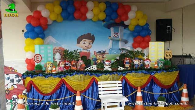 Decoração de festa infantil Patrulha Canina - Mesa luxo de tecido decorada em Jacarepaguá - RJ