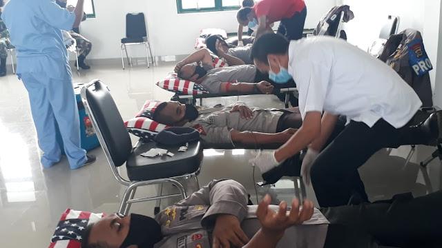 Laode Sabaruddin Buka Donor Darah Sambut HUT ke 63 Kodam Udayana di Tambolaka
