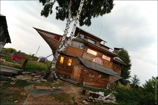 Odd News Blog Man Builds House Shaped Like Noah S Ark