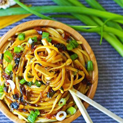 Sticky Garlic Quinoa Noodles {An's Famous Garlic Noodles Copycat, 15 minutes, Gluten-free}
