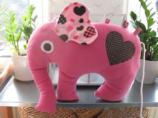 sammys kreative welt punkt 20 elefantenkissen n hen. Black Bedroom Furniture Sets. Home Design Ideas