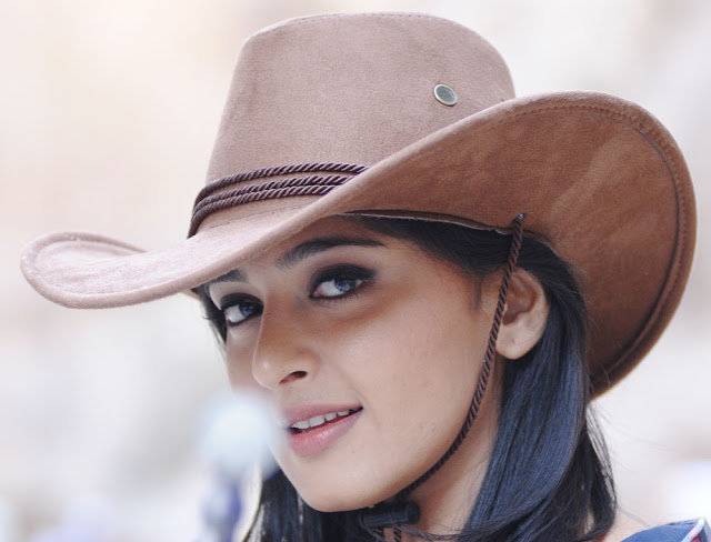 Anushka Shetty in Hat ~  Exclusive 67 (7).jpg
