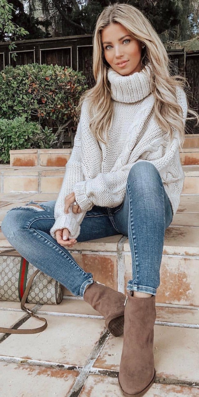cozy winter outfit with jeans : white knit sweater and brown boots
