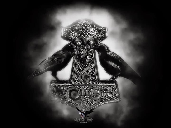 the viking post mjolnir with huginn and muninn