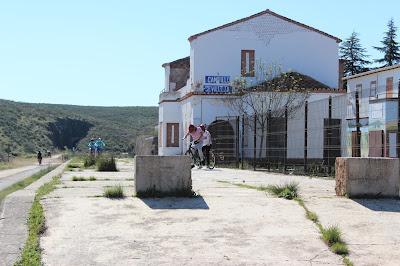 En bicicleta por la Vía Verde de la Jara