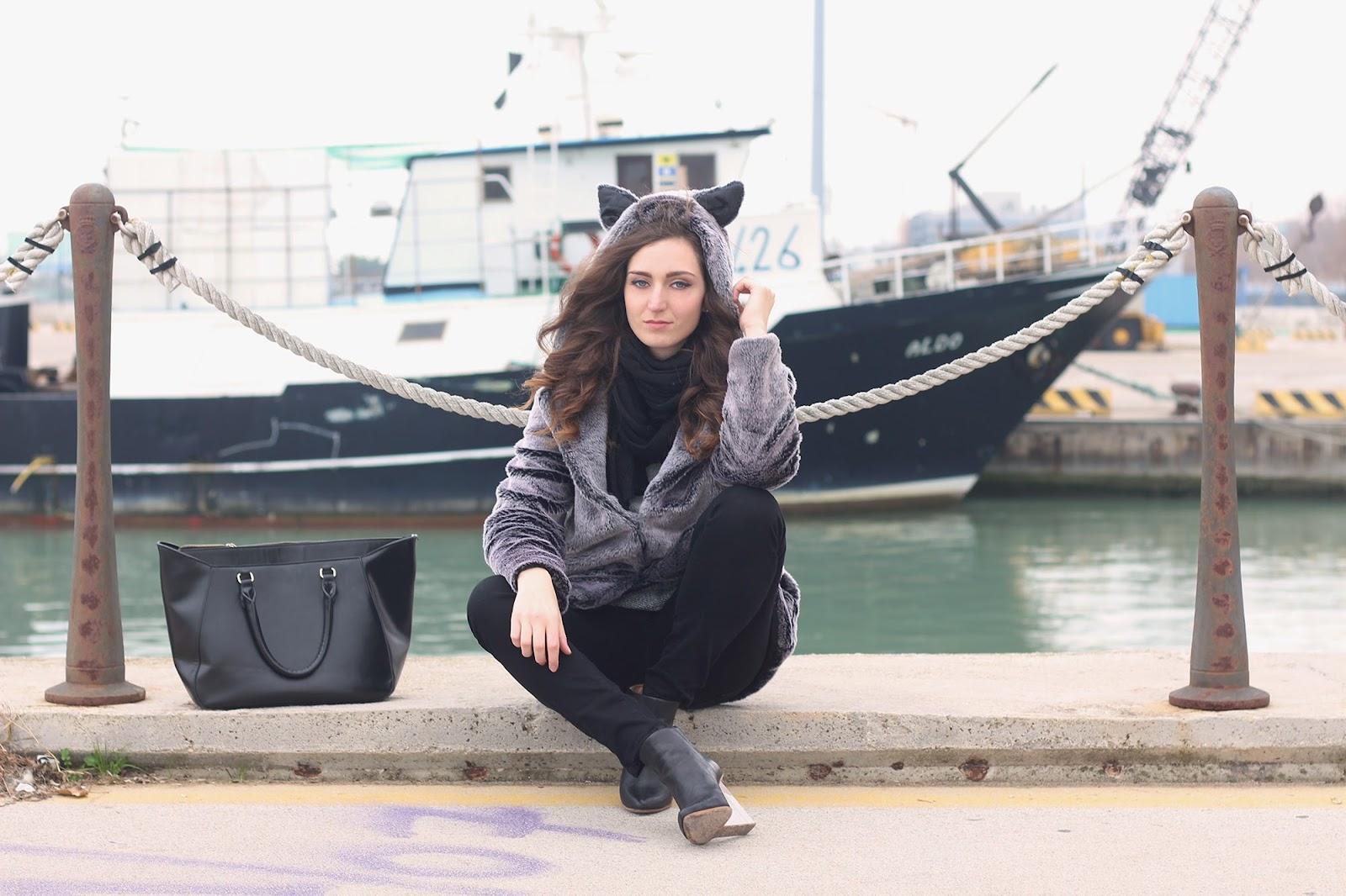 fashion style look trend outfit ootd vogue glamour girl love italian blogger pescara sammydress ears faux fur zara bag black boots hm maison martin margiela transparent heels shoes