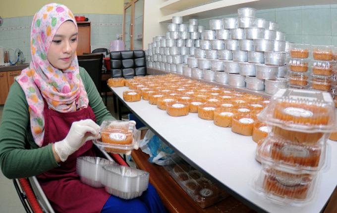 Haziqah, Gadis Cantik Dari Terengganu Jadi Tauke Kuih Bakul