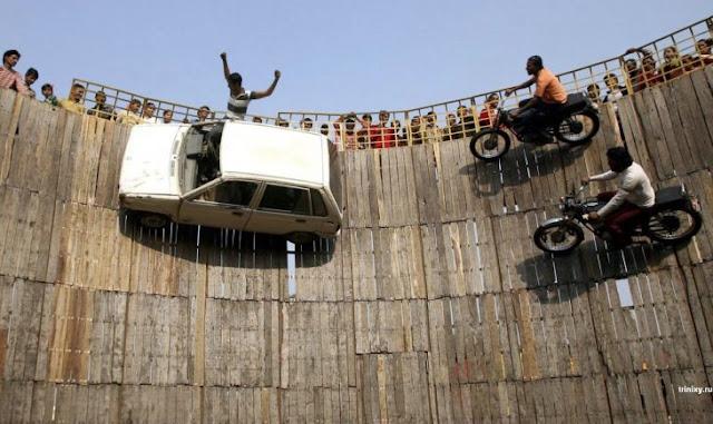 Sorprenden al mundo con Maut ka Kuan, automovilismo extremo