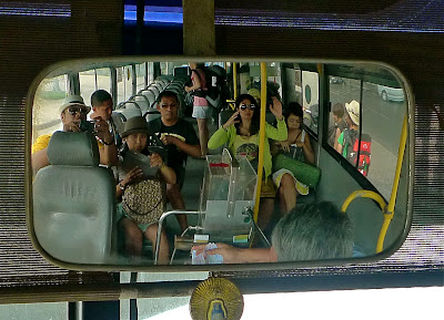 serunya naik bis di vietnam