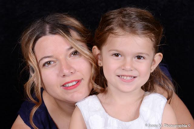 portrait mère fille studio fond noir