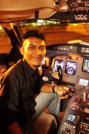 Visit Cookpit CRJ1000 Garuda Indonesia PK-GRH