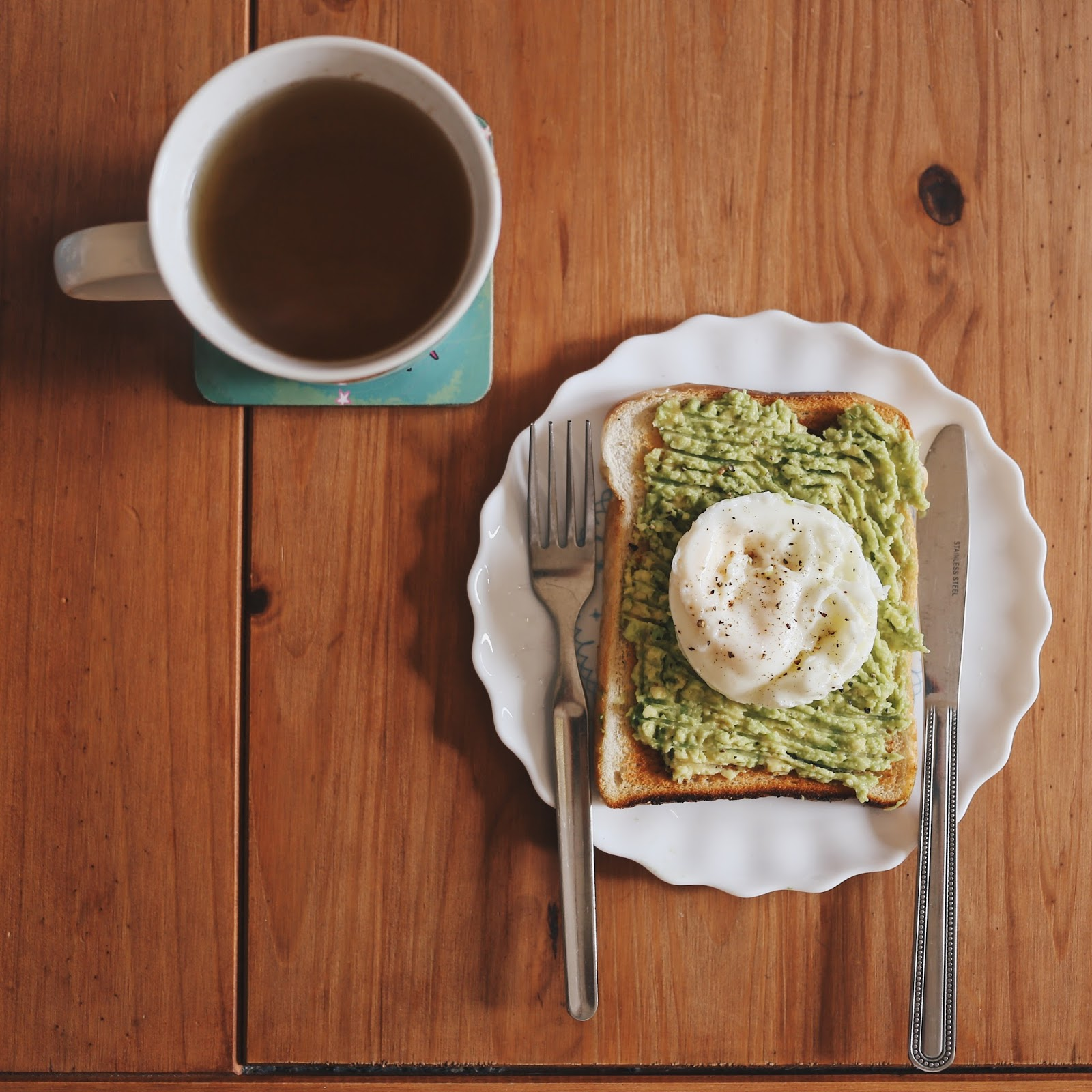 Green Tea, Flat lay, Flatlay, Avocado, Poached Egg, Toast, Avocado on Toast, Egg on toast, Recipes, Healthy Food, On My Table, Clean Eating, Diet, Katie Writes Blog, Katie Writes,