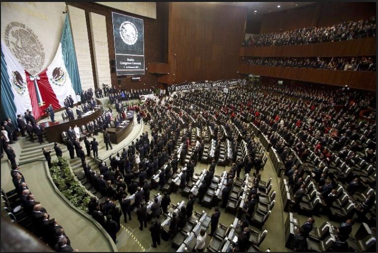 Plazas en la Cámara de Diputados y el Senado de la nada aumentaron de 872 a mil 135, con gastos en sueldos de mil 247 millones.