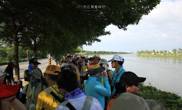 龐大的參與者,共同參與追溯過往的旅程。