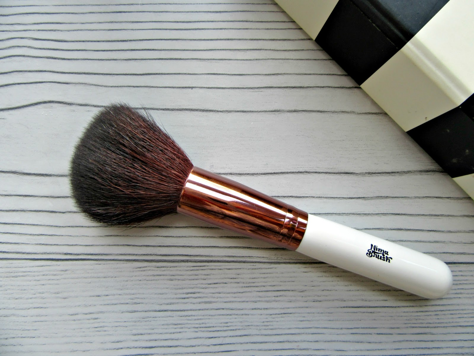 Nima powder brush