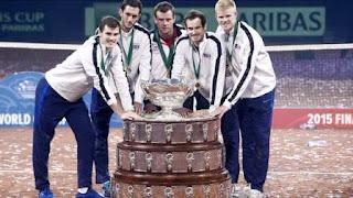 equipo británico posa con la Copa Davis luego de haberla obtenido en 2015