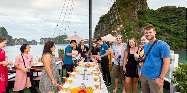 Relax with three-day cruise in Halong Bay 2
