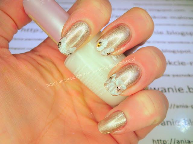 miedziany lakier do paznokci