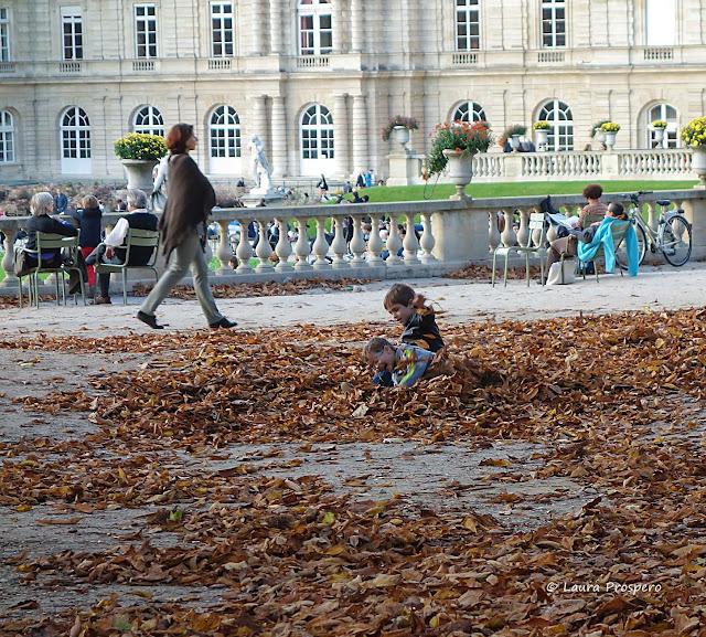 Crianças brincando no Jardin du Luxembourg © Laura Próspero