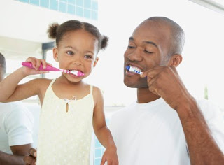 black_daughter_and_father_brushing_teeth_1.jpg