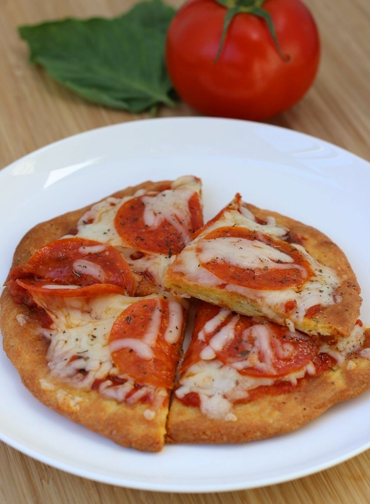Quick and Easy Personal Low Carb Pizza Lowcarbketopizzaforone