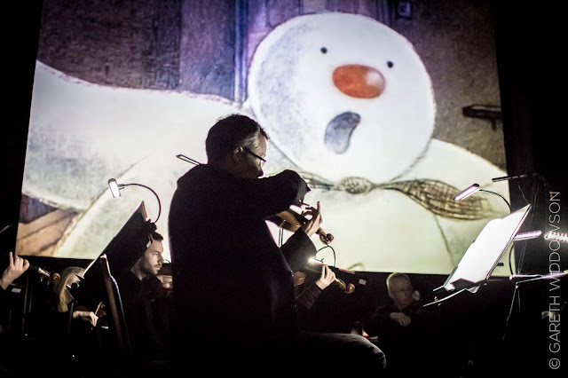 The Snowman Tour 2018 - The Snowman and Violin - photo credit : Gareth Widdowson