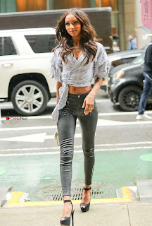 Jasmine-Tookes-Arriving-at-the-Victorias-Secret-fitting-_025+%7E+SexyCelebs.in+Exclusive.jpg