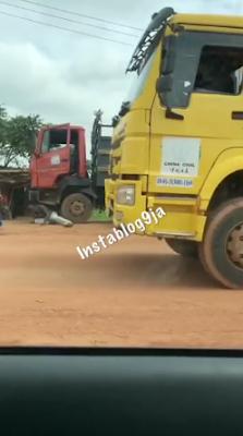 Man Lays Under His Truck To Resists VIO In Ogun State