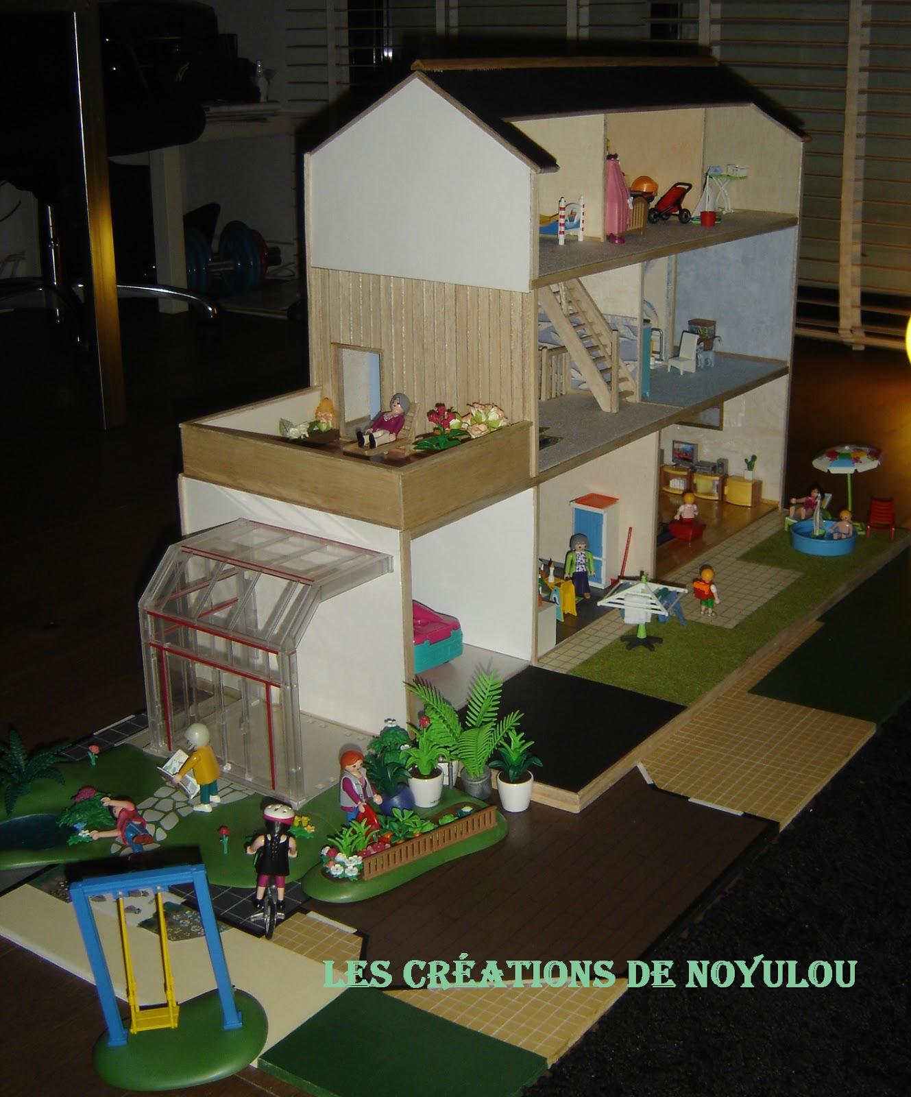 les creations de noyulou ses playmobils ont enfin leur maison no l. Black Bedroom Furniture Sets. Home Design Ideas