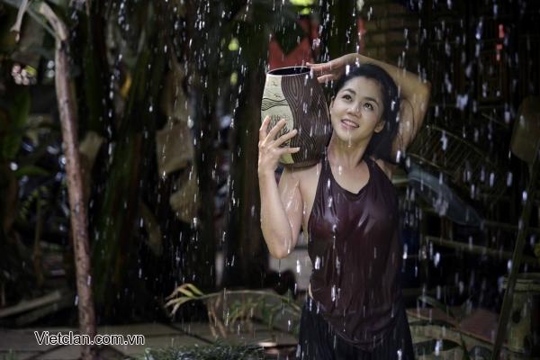 Hot girls Vietnamese girl shower under raining 3
