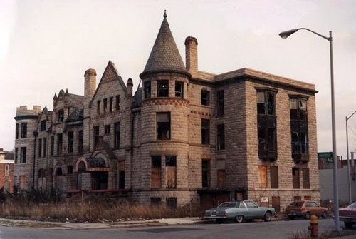 The Home Was Turned Into Apartments When Scott D In 1910 And Has Been Vacant Since 1970s What A Great Building Hopefully One Day Someone Will