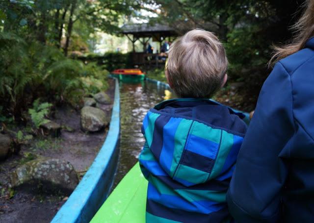 Die Tolk-Schau: Ein spannender Familien-Freizeitpark für Groß und Klein. Eine Tour mit den Booten für die ganze Familie.