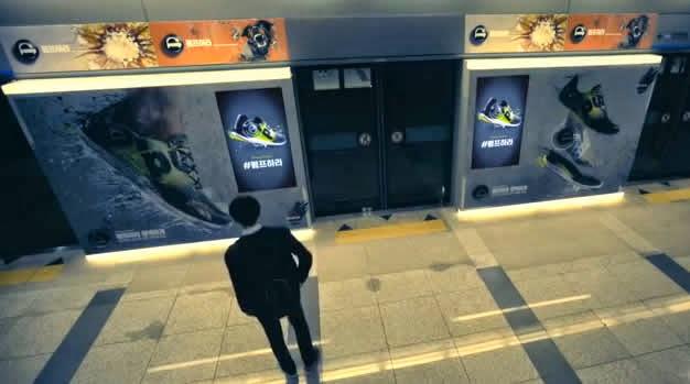 Reebok inunda el metro de Corea con su street marketing