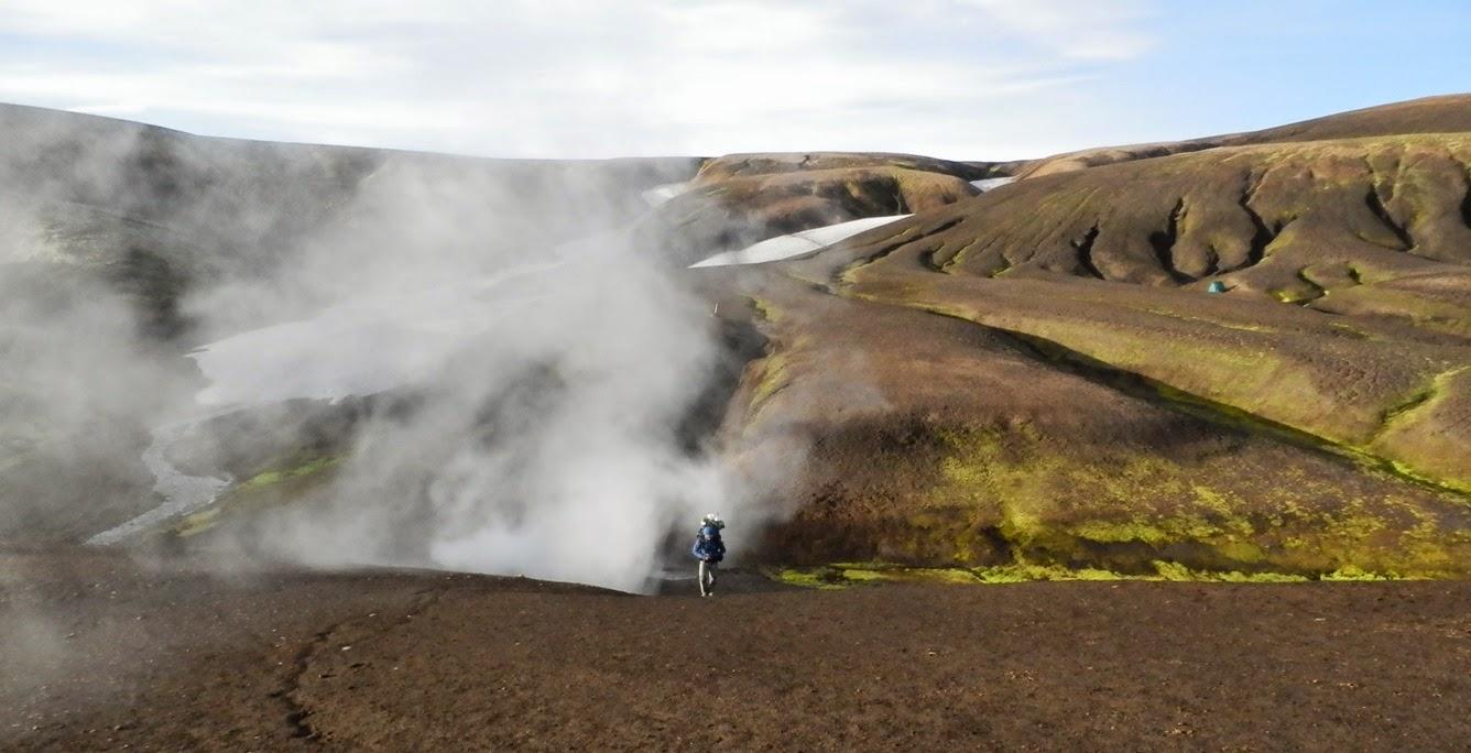 Fumarola-de-un-punto-caliente-durante-el-trekking-de-Laugavegur