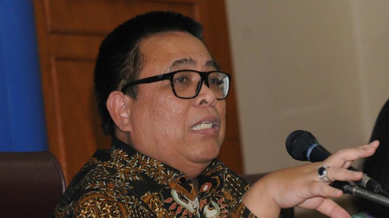 Plt Kepala Badan POM,  Drs. T. Bahdar Johan H