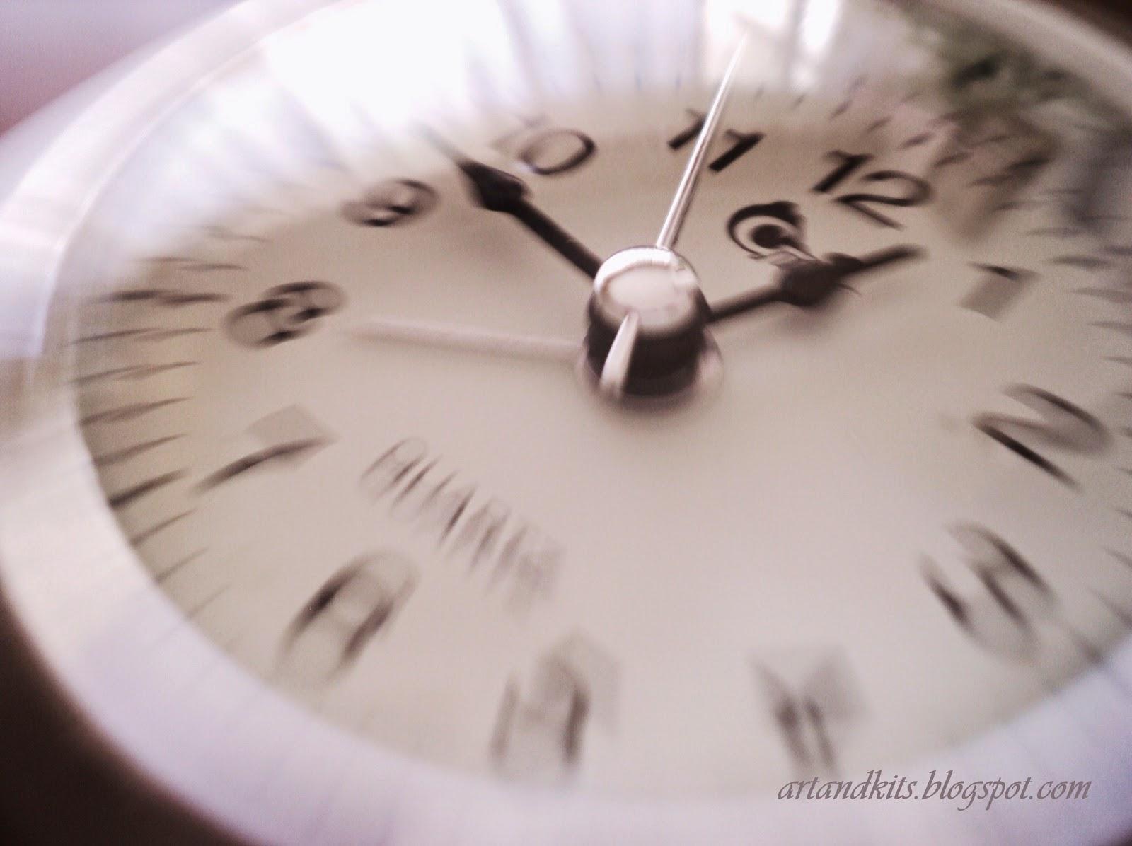 O tempo, consegue ser medido com tanta precisão...E contudo, por vezes, nem sempre sabemos, quando é que é o momento certo, para seguir em frente... ou voltar atrás...E muitas vezes, as decisões adiam-se... para tentar ganhar mais tempo... E no entanto, o tempo, é sempre  irreversível... / Time can be measured with such precision... And yet, sometimes, we don't know, when is the right time to move on... or  to turn back... And many times, we delay our decisions... in order to try to win some more time... And yet, time is always irreversible ...