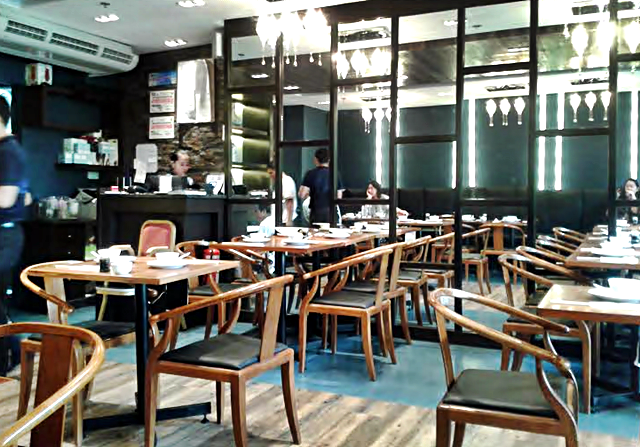 Pearl River Café Trinoma, lights, tables and chairs