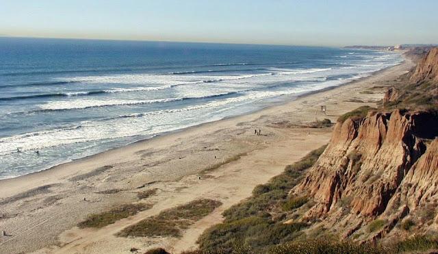 Praia de San Onofre em San Clemente na Califórnia