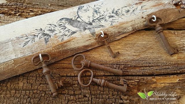 creare un appendichiavi con una vecchia tavola di legno