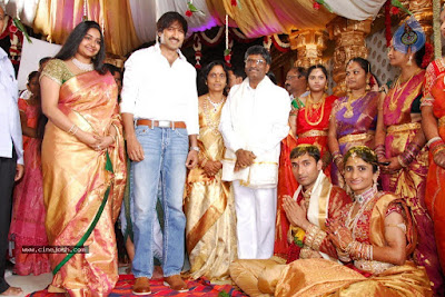 Gopichand-wife-reshma-at-anand_prasad_daughter_wedding