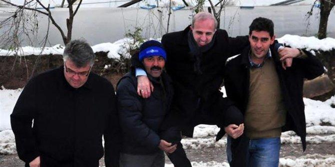 Lima Pejabat Ini Dipecat Karena Minta Digendong Saat Blusukan