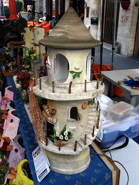 Model lighthouse, Sunday market, Livorno