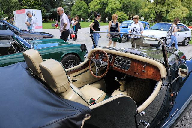 concentración coches clásicos en Munoa