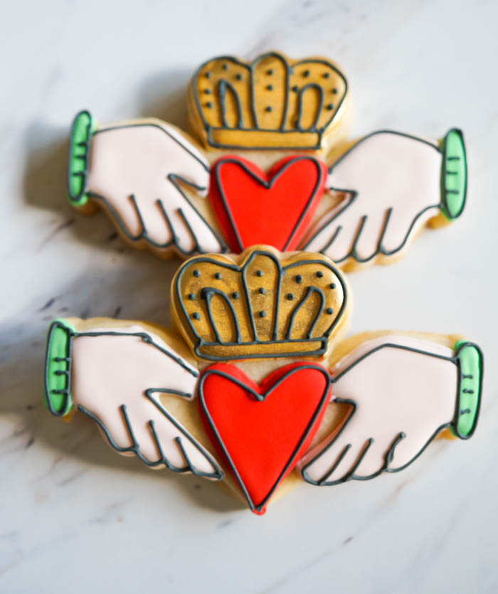 how to decorate Irish claddagh cookies ... for St. Patrick's Day or an Irish wedding or any Irish celebration!