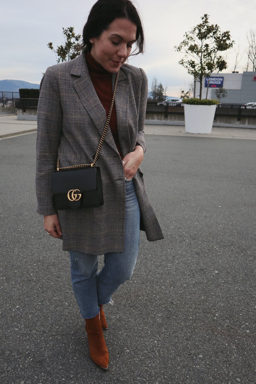 plaid blazer outfit zara levis wedgie jeans jonak suede boots vancouver fashion blogger